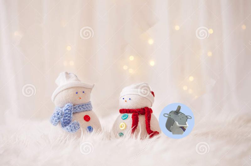 两个手工制造雪人有圣诞灯背景-61371625_副本